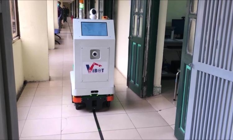 Robot hỗ trợ bệnh nhân ở Việt Nam