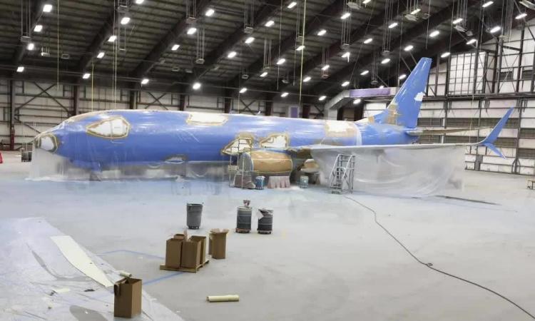 Vì sao từng lớp sơn trên máy bay đều đắt đỏ?