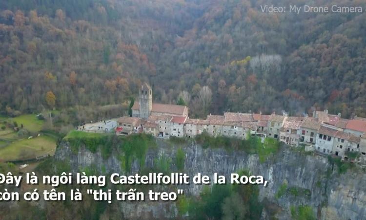 Ngôi làng 'cheo leo' 50 m trên vách đá