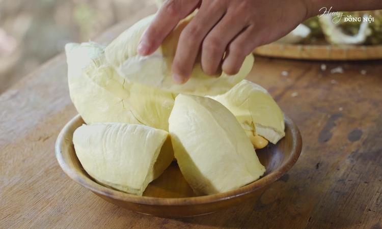 Món ngon sầu riêng nấu canh sườn non và chiên bột