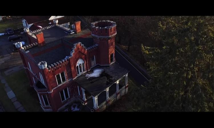 Dinh thự ma ám được bán vào đêm Halloween