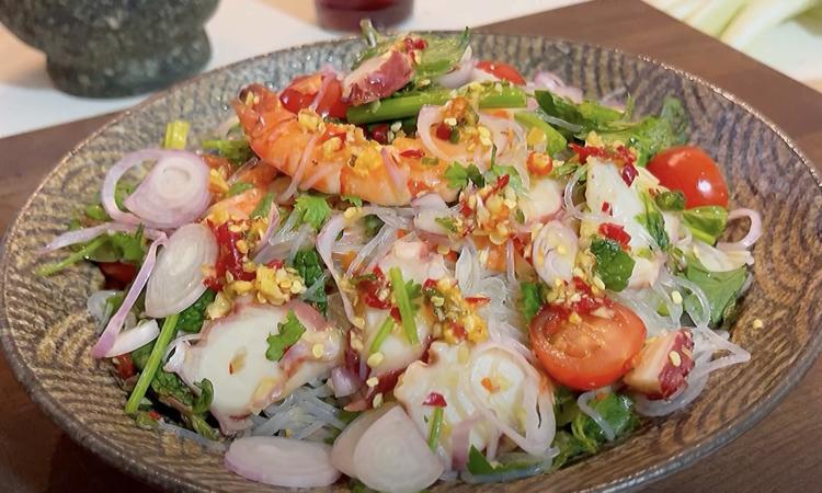 Salad miến trộn hải sản kiểu Thái