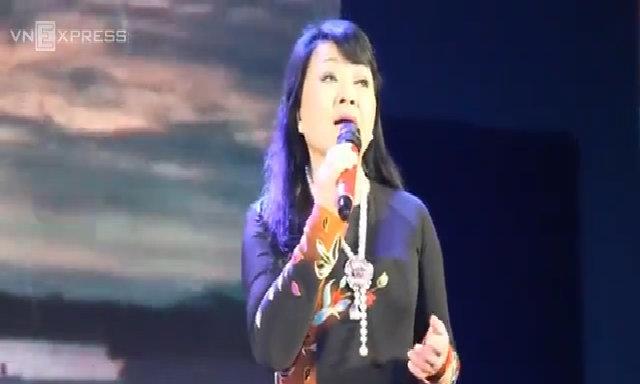 Hương Lan hát 'Sa mưa giông'