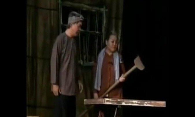 """Ngọc Giàu diễn trích đoạn """"Tình mẫu tử"""" trên sân khấu Trần Hữu Trang"""