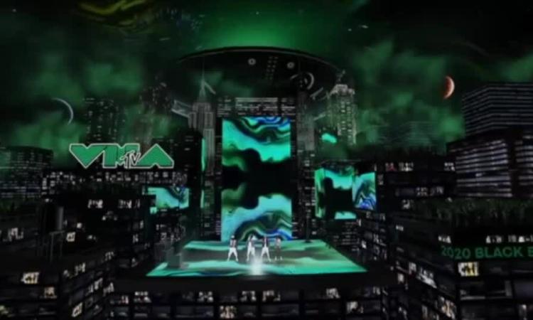 Black Eyed Peas hát ở VMAs
