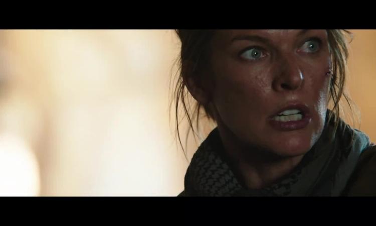 Milla Jovovich đối đầu quái vật