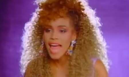 Whitney Houston hát Wanna Dance with Somebody (Who Loves Me)