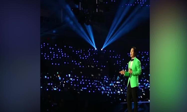 Ngô Kiến Hào hát