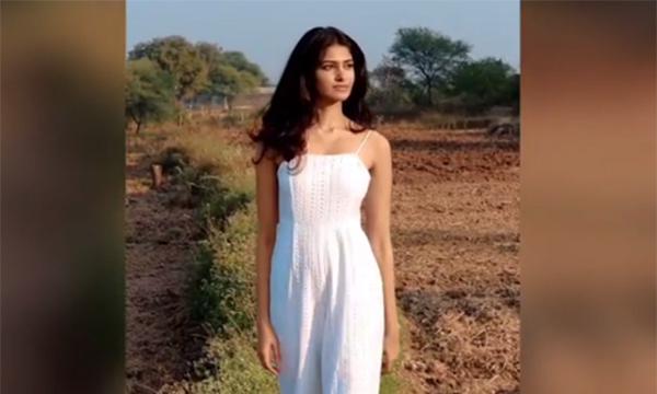 Hoa hậu Thế giới Ấn Độ 2020 làm mẫu