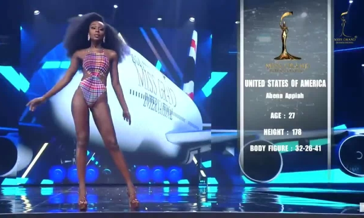 Abena Appiah trình diễn bikini