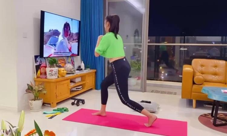 Kim Duyên tích cực siết dáng trong những ngày giãn cách