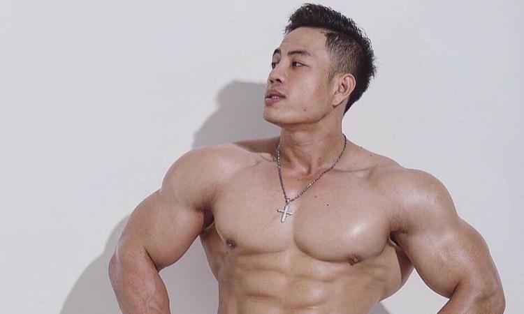 Chàng trai tập gym