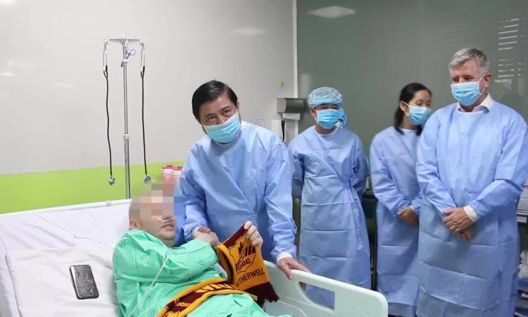 Bệnh nhân phi công cảm ơn y bác sĩ Việt Nam