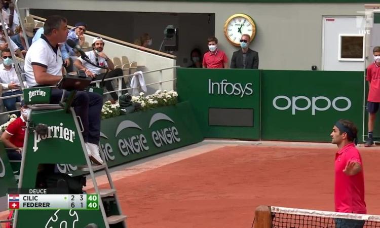 Federer: 'Tôi và trọng tài hiểu lầm nhau'