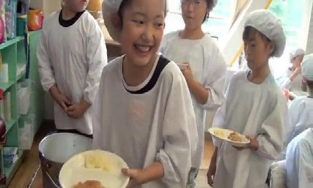 Một bữa trưa tại trường của trẻ em Nhật