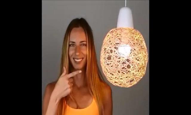 Cuộn dây quanh quả bóng để làm đèn