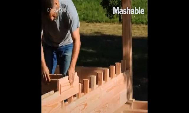 Ngôi nhà làm từ những viên gạch bằng gỗ