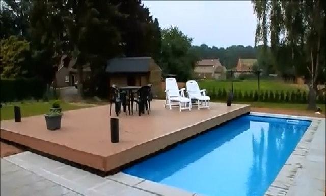 Bể bơi có nắp trượt ngang