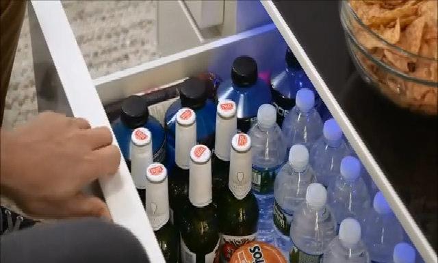 Chiếc bàn giúp giữ lạnh đồ uống