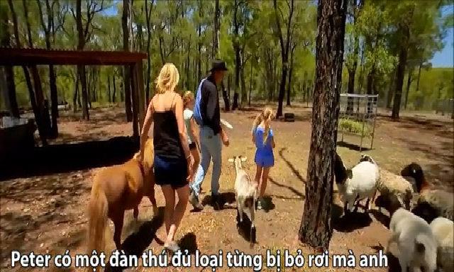 Vợ Việt - chồng Australia sống không điện nước suốt một năm để làm trang trại
