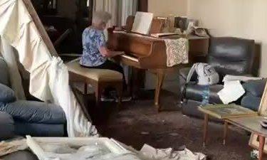 cu-ba-choi-piano-giua-ngoi-nha-do-nat-vi-vu-no-beirut-1596700343.jpg?w=750&h=450&q=100&dpr=1&fit=crop&s=Pw5pN3p27fazPsI9FT_K2w