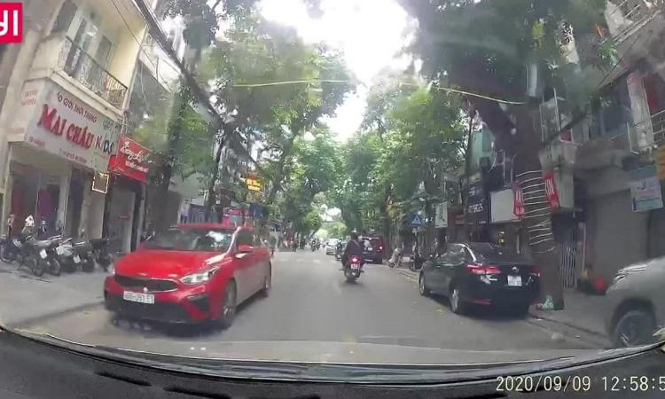Ôtô phóng nhanh ở đường cấm