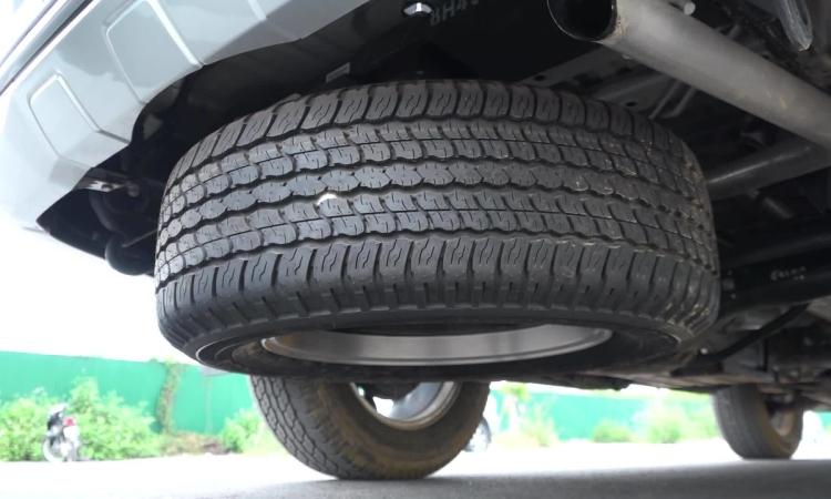 Các lư ý khi hạ lốp dự phòng trên xe SUV