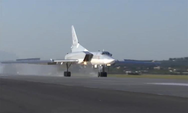 Oanh tạc cơ Tu-22 lần đầu đến Syria