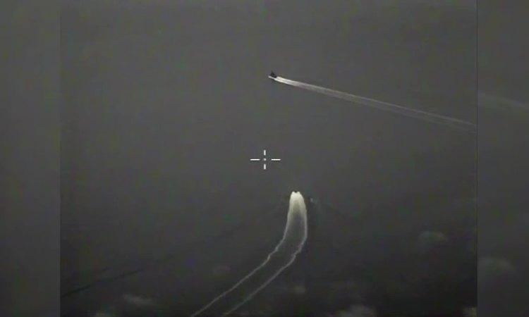 Nga công bố video tàu tuần tra, tiêm kích đuổi chiến hạm Anh