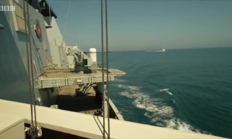 Phút cân não giữa chiến hạm Anh và tiêm kích, tàu tuần tra Nga