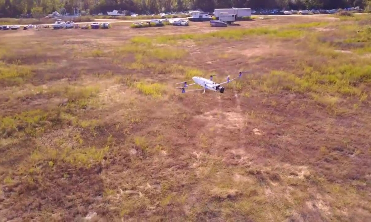 Drone lai xăng điện có thể bay liên tục 3,5 tiếng