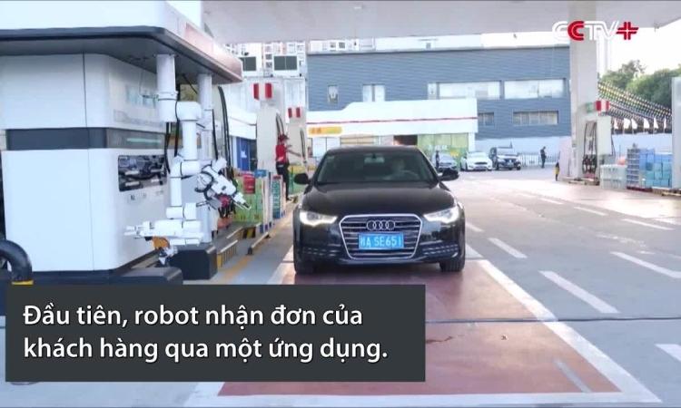 robot-tu-dong-bom-xang-cho-oto-trong-180-giay-1631712163.jpg?w=750&h=450&q=100&dpr=1&fit=crop&s=LO1FaCWOev-ax9c1UDx1aQ